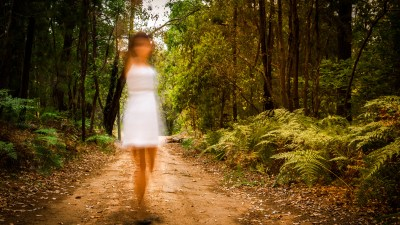 A blurred girl representing the ADD symptoms in children that are misdiagnosed in girls