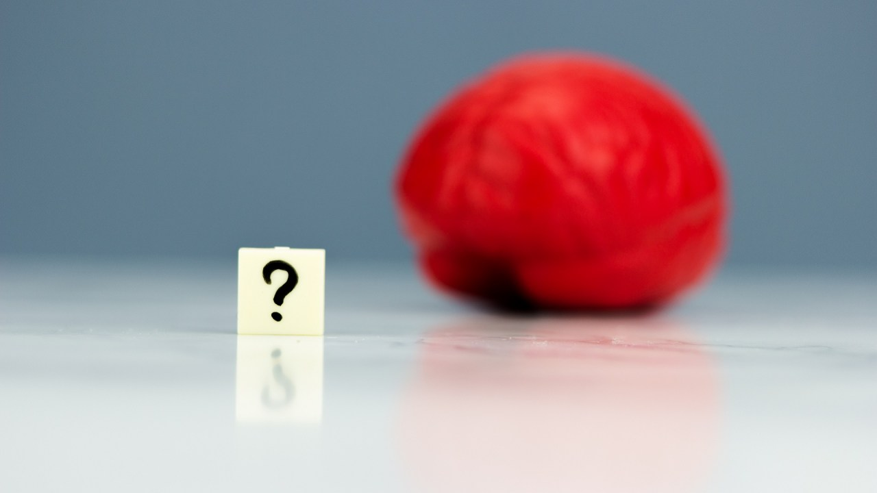 A brain with a question mark symbolize wondering if you have adult ADHD