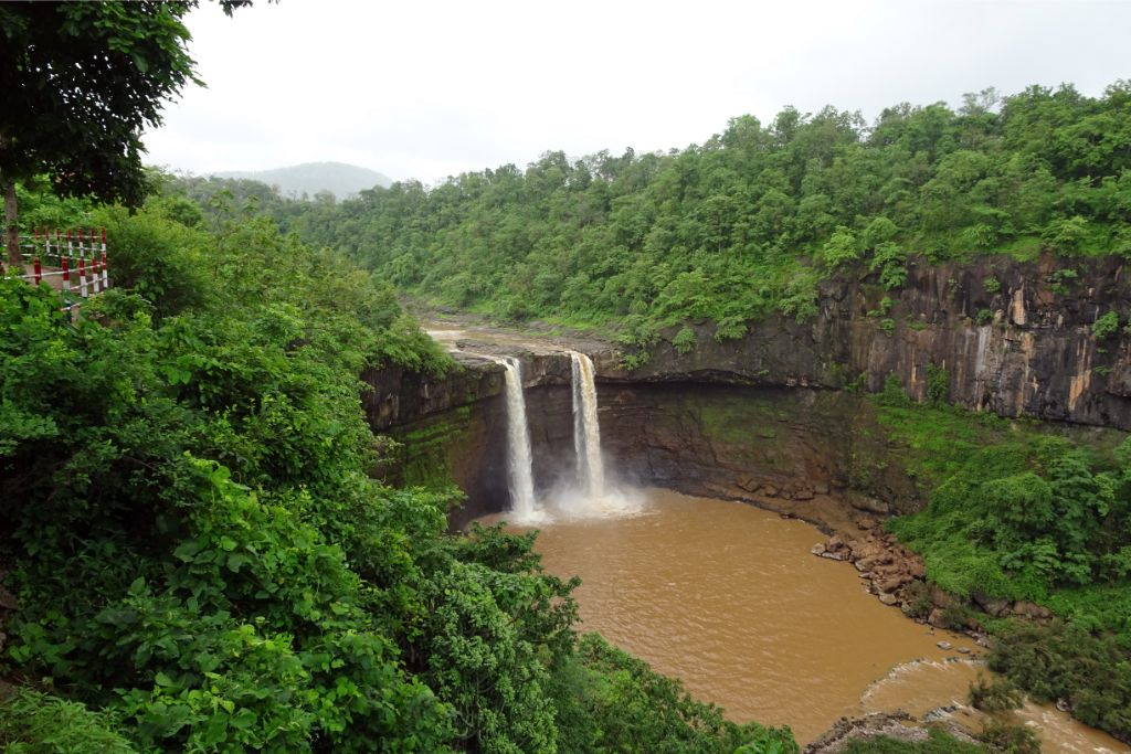 gira waterfalls in gujarat