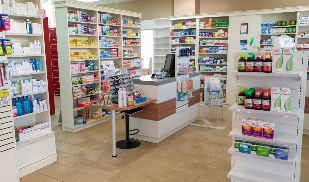 Comptoirs réalisés pour une pharmacie à Hérouville-Saint-Clair, Normandie