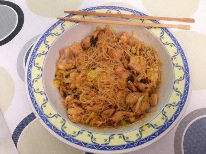 Noodles de Pollo al Curry de Hierbabuena