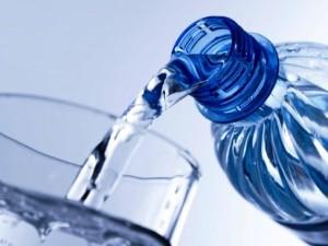 Beber agua ayuda a adelgazar