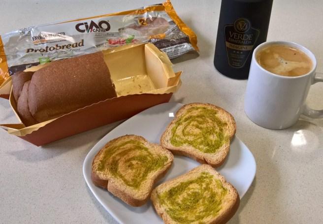 Desayuno básico: Café, Protobread CiaoCarb y Aceite de Jaén