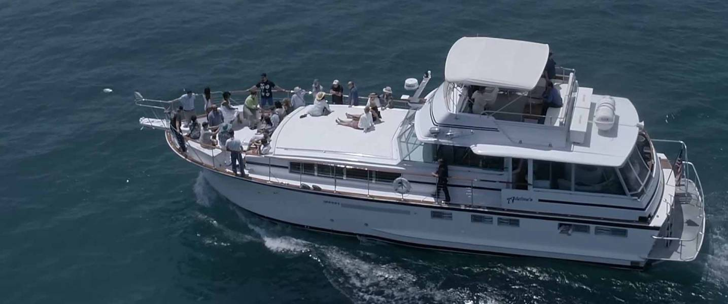 Happy Sea World: Luxury Boat Rental Chicago