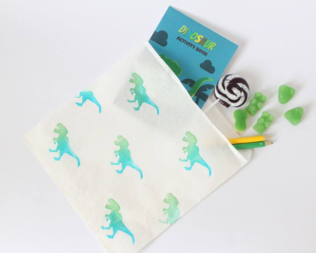 DINOSAUR ACTIVITY BOOK FOR PARTY BAGS