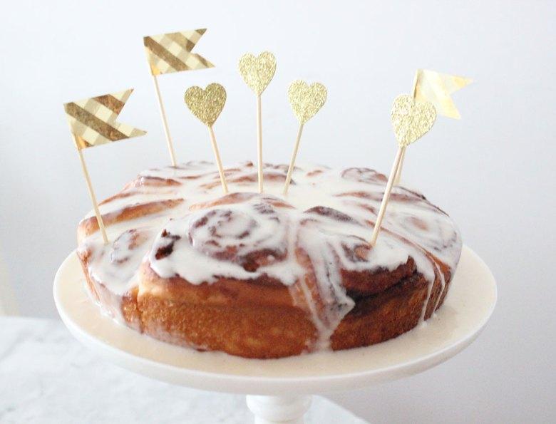 bridesmaid-brunch-cinnamon-buns