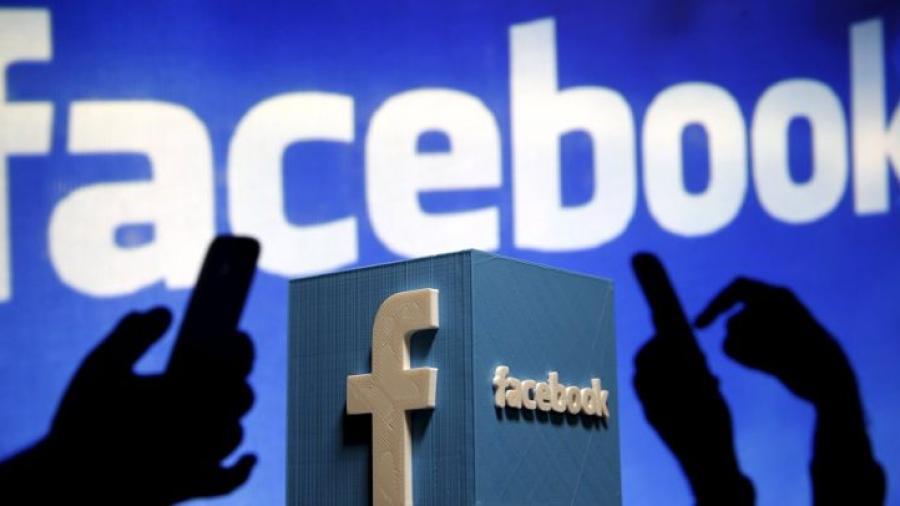 """قال أنها حُمّلت """"عن غير قصد"""".. فيس بوك يعترف بجمع معلومات مليون مستخدم دون علمهم"""