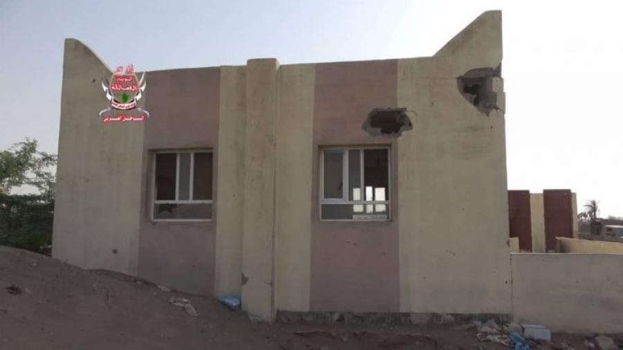 في استمرارا لخروقاتها.. مليشيا الحوثي تقصف مسجدا في منطقة الجبلية بالحديدة