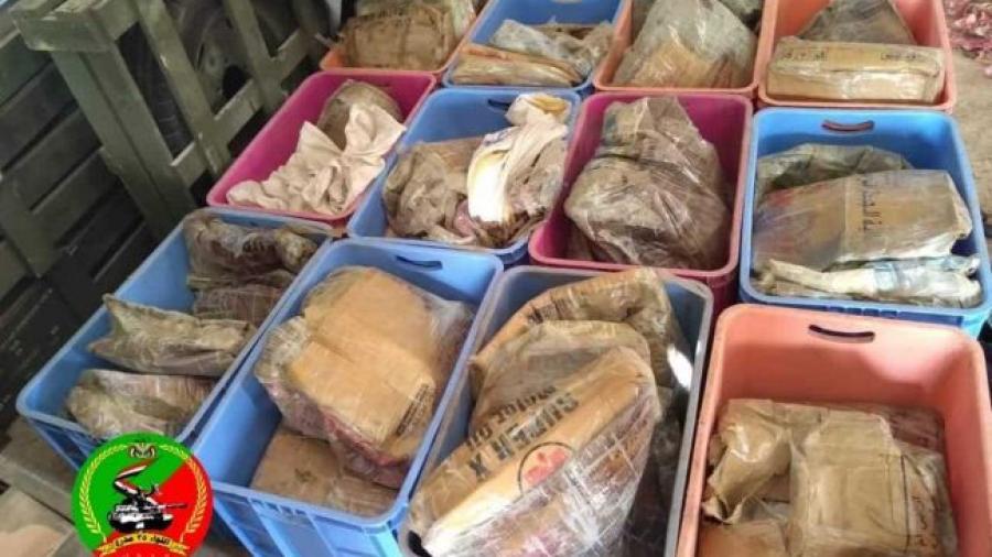 قوات الجيش تضبط شحنة تحمل مواد لصناعة المتفجرات كانت في طريقها للحوثيين بتعز