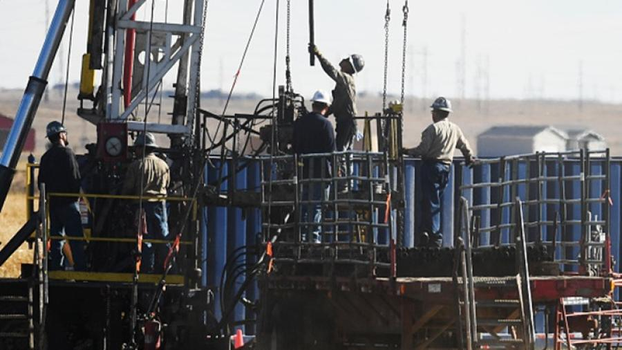 بعد هبوط تصحيحي في تعاملات الثلاثاء.. أسعار النفط تعاود الصعود وتقترب من أعلى مستوى في 5 أشهر