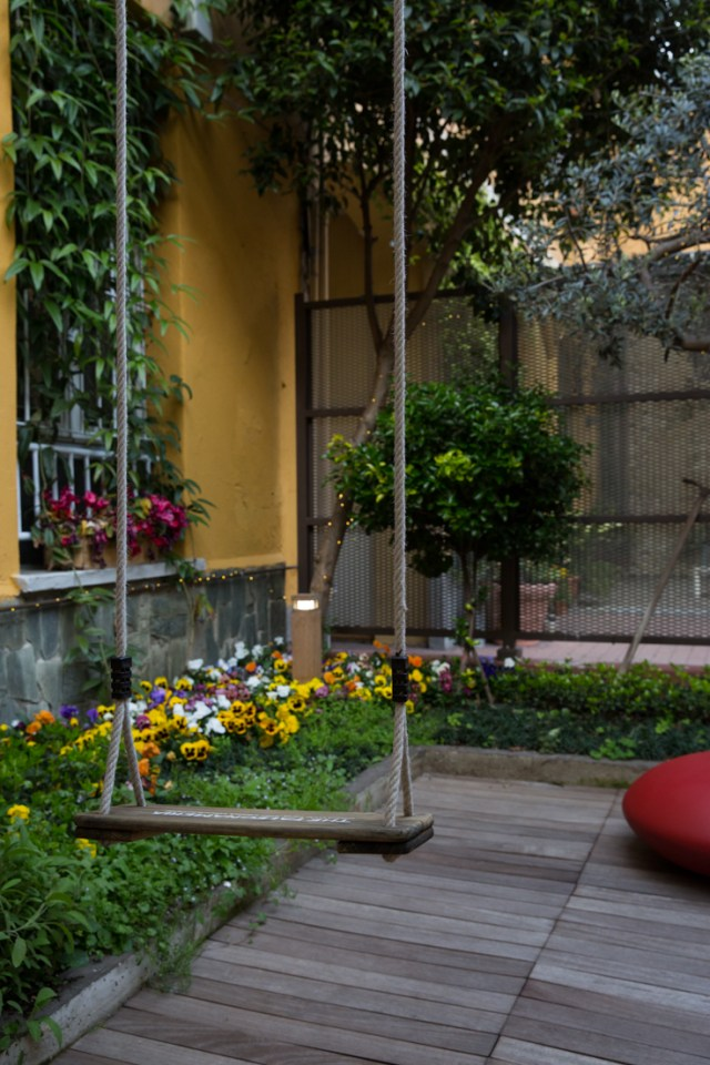 Dreamy garden swing design - a fun little spring courtyard in Via Tortona Design District | The Ultimate Guide to Milan Design Week