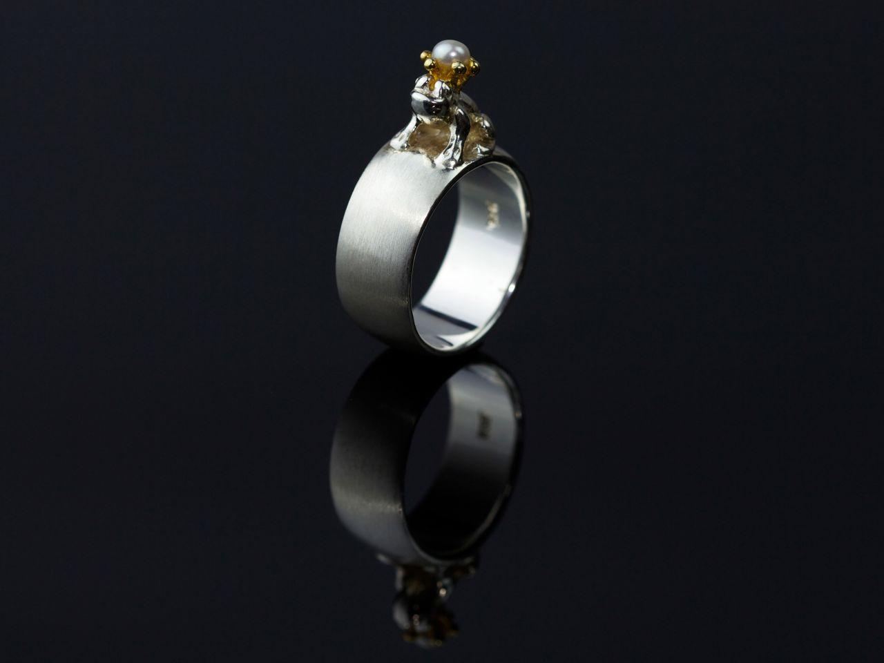 Silber Ring mit Perle auf verzaubertem Frosch 925