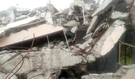 被强拆后的福音堂成为一片废墟(图2)
