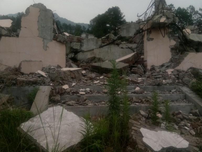 被强拆后的福音堂成为一片废墟(图1)