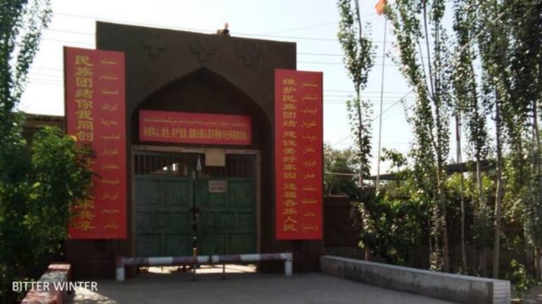 """中共打造具有""""中国特色""""的清真寺"""