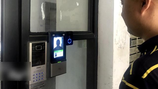 杭州市西湖区一智能安防小区的人脸识别门禁系统