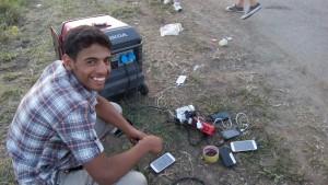 refugiat cu telefon2