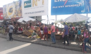 oameni pe strada Antananarivo Madagascar2