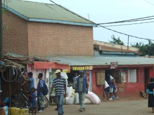 oameni pe strada Antananarivo Madagascar 4