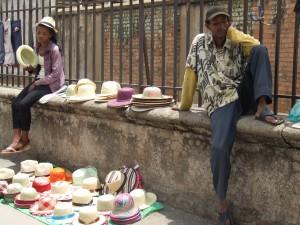 vanzatori ambulanti pe strada Antananarivo