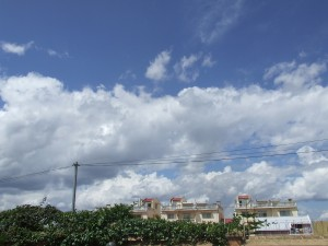 Nori peste case in Madagascar