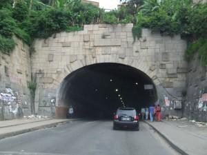 drum prin tunel Antananarivo Madagascar