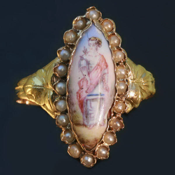 Antique Ring Empire Style French Revolution : Painted Porcelaine & Ancient Woman