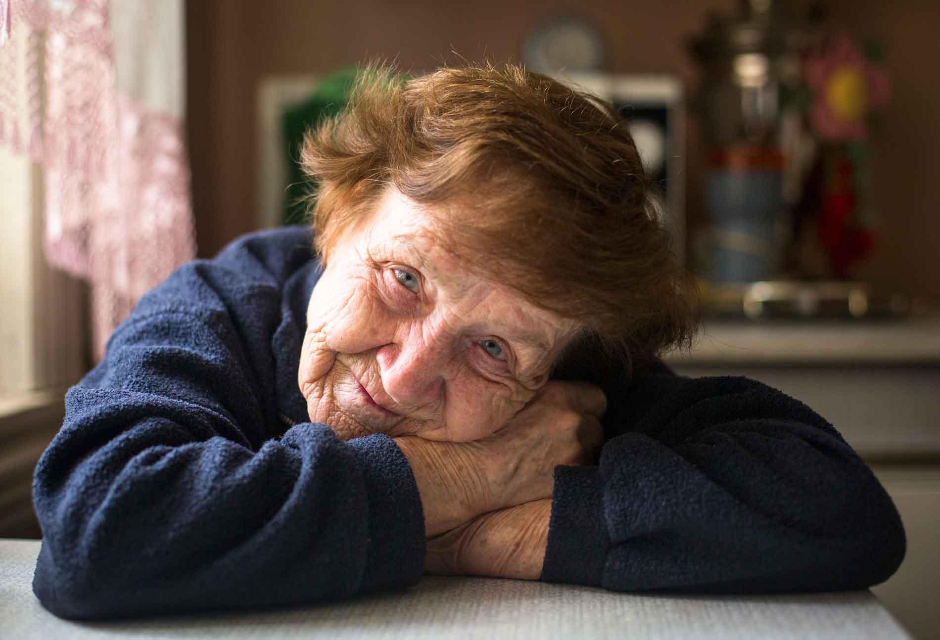 Ancianos abandonados por sus familiares en algún centro. La falta de Valores actual