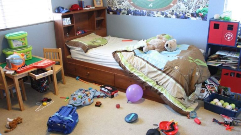 An Easy Guide To Reorganize Your Messy Bedroom