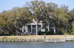 A grand Georgian mansion along the ICW