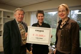 Marie Louise Salet (Galerie Stills) met Cecile Timmermans (Taborhuis) en Ad Lansink