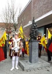 Prins Stasiu I voor en Knutselarij achter de Hommage aan de Sint Steven