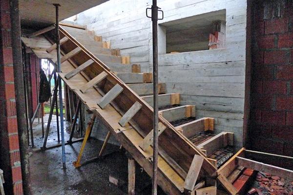 Construcci n de una escalera for Como hacer una escalera en concreto