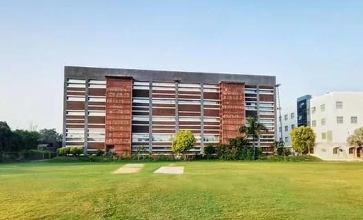 SBS Ahmedabad College Campus