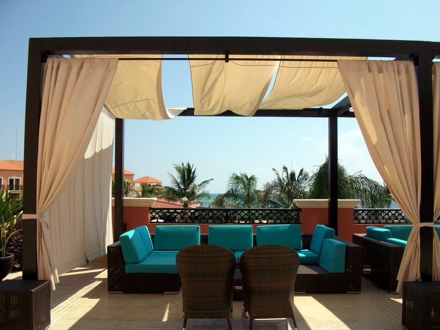 How to choose the best material or fabric for your outdoor curtains
