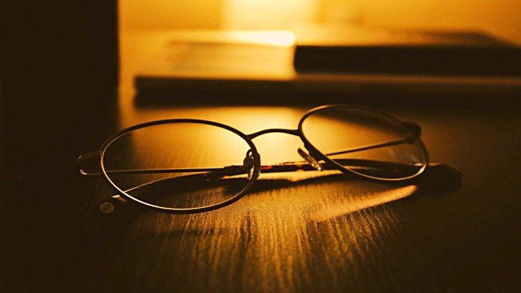 Gözlük Kullananların COVID-19'a Yakalanma Olasılığının 3 Kat Daha Az Olduğu Keşfedildi