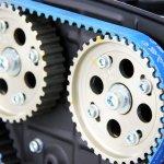 Arabaların motor aksamının en önemli parçalarından biri olan triger kayışı kopması en sık yaşanan araç tamir nedenlerinden biridir. Peki triger kayışı nedir, ne işe yarar da koptuğu zaman hemen müdahale edilmesi gerekir? Triger kayışı hakkında merak edilen detayları anlattık ve ne zaman değiştirilmelidir sorusunu yanıtladık.