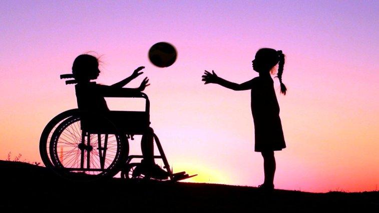 Engelli bireyler için geliştirilen mobil uygulamalar ve çözümler, onların hayatını kolaylaştırmanın ötesinde hayata bağlıyor.