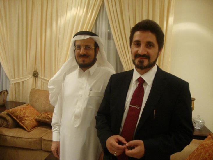 فضيلته صحبة الدكتور محمد الأحمري صاحب كتاب الديمقراطية الجذور وإشكالية التطبيق في بيته