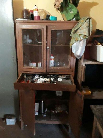 Los delincuentes revolvieron cada rincón del establecimiento, para apoderarse de los objetos de valor.
