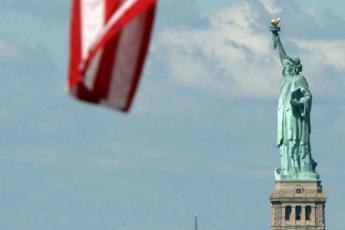 Usa, stravolge la poesia sulla Statua della Libertà per difendere stretta sui migranti