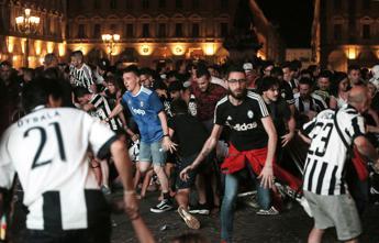 Piazza San Carlo, il fidanzato di Erika: Colpe non solo di banda dello spray