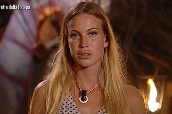 Taylor lascia l'Isola e Alessia bacchetta John