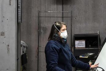 Coronavirus, sindacati a Conte: Sospendere attività non essenziali