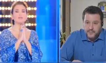 D'Urso-Salvini, valanga (di insulti) social per l'Eterno Riposo in tv