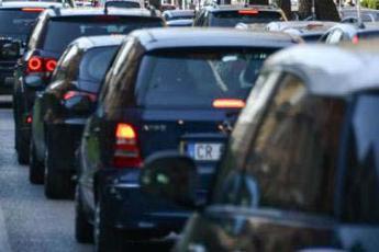 Coronavirus, crolla il mercato dell'auto: -85%