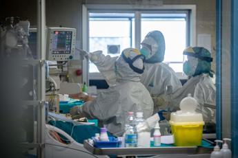 Coronavirus, altri 242 morti in Italia