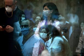 Coronavirus, quasi 2,8 milioni di persone contagiate nel mondo