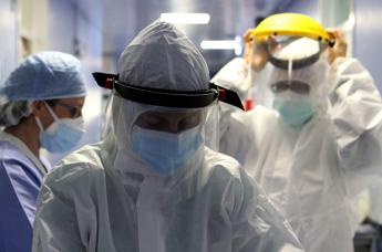 Coronavirus, altri 274 morti in Italia. Superati i 215mila casi