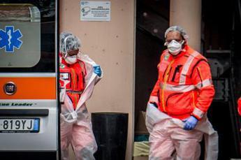 Covid Italia, 23.477 contagi e 555 morti: il bollettino